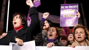Turkissa kiistellään lapsiavioliitoista