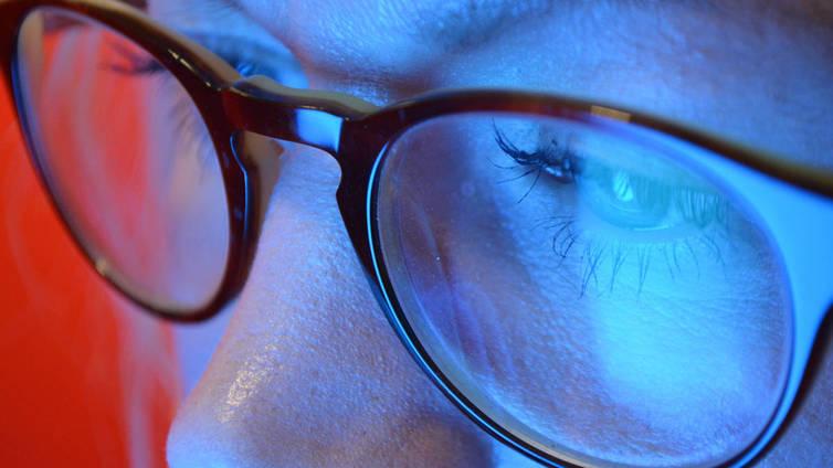 Älylaitteiden sinivalo haittaa yöuntasi