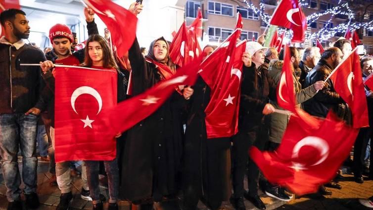 Turkin ja Hollannin räiskyvä riita puhuttaa Euroopassa