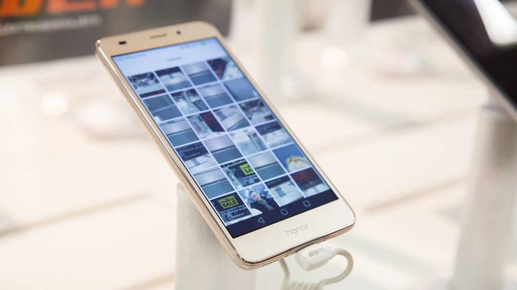 Nokiaa odottaa kova kamppailu puhelinmarkkinoilla