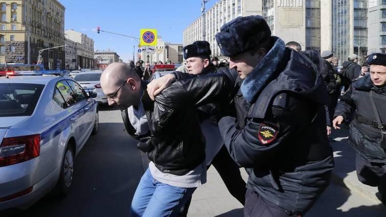 Moskovassa pidätettiin yli 700 ihmistä korruptionvastaisissa mielenosoituksissa