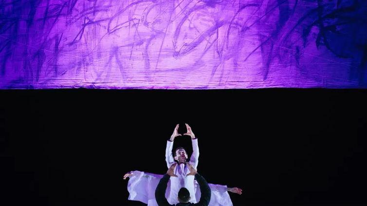 Synesteetikko Kaija Saariahon ooppera sukeltaa varjoihin ja valoihin