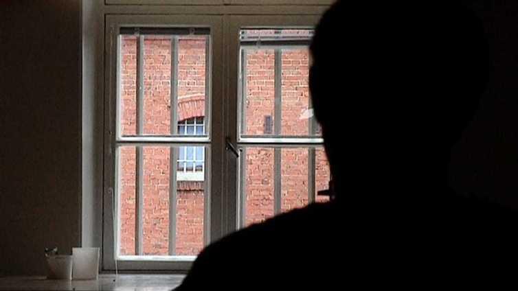 Asperger-vangin äiti kritisoi voimakkaasti vankien terveydenhoitoa