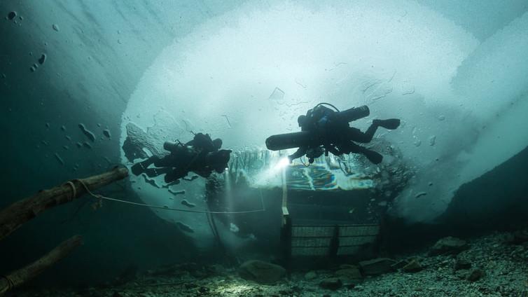 Kirkasvetinen kaivos vetää sukeltajia kuolonuhreista huolimatta