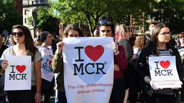 Manchesterissa yritetään palautua arkeen
