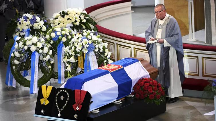 Presidentti Mauno Koivisto saatettiin haudan lepoon