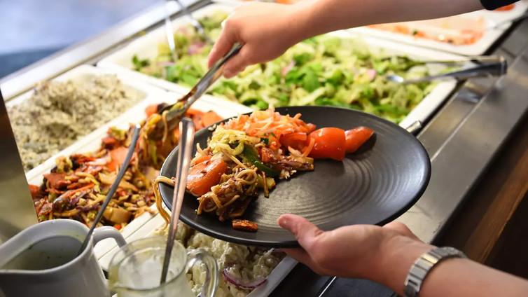 Suomessa heitetään ruokaa roskiin yli sata miljoonaa kiloa vuodessa