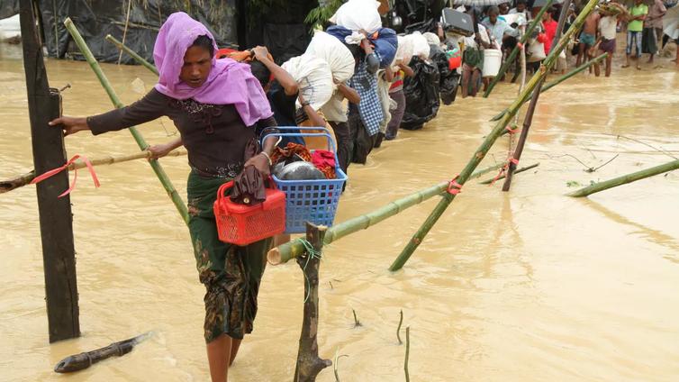 Myanmarin rohingya-vähemmistö pakenee väkivallan pelossa