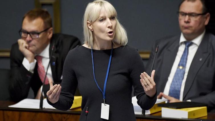 Perussuomalaiset valitsivat presidenttiehdokkaakseen Laura Huhtasaaren