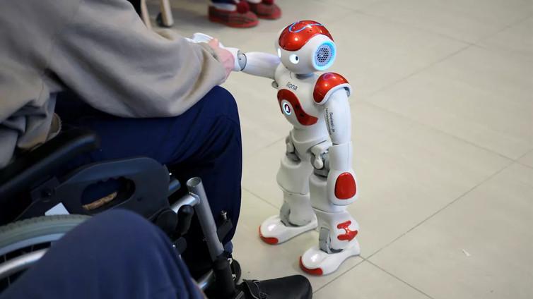 Brittiprofessori: Robotit eivät tuhoa ihmisten työtä