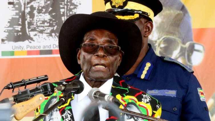 Zimbabwea yli 30 vuotta hallinnut presidentti kotiarestiin