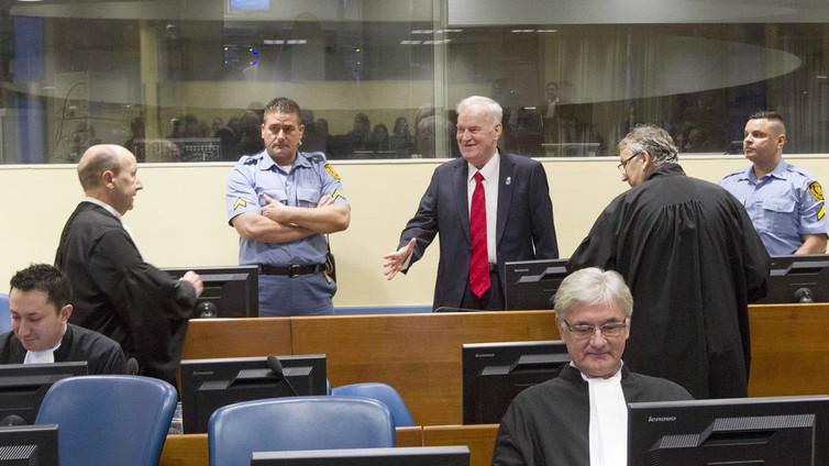 Serbikenraali Ratko Mladic tuomittiin elinkautiseen vankeuteen