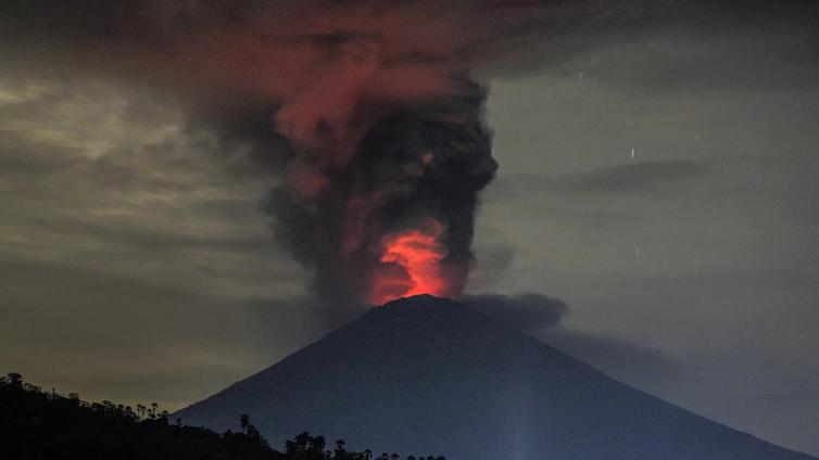 Tulivuori Agung purkautuu Balilla