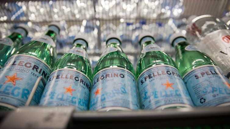 Suomi haluaa myydä pohjavettään kauniissa pulloissa luksustuotteena
