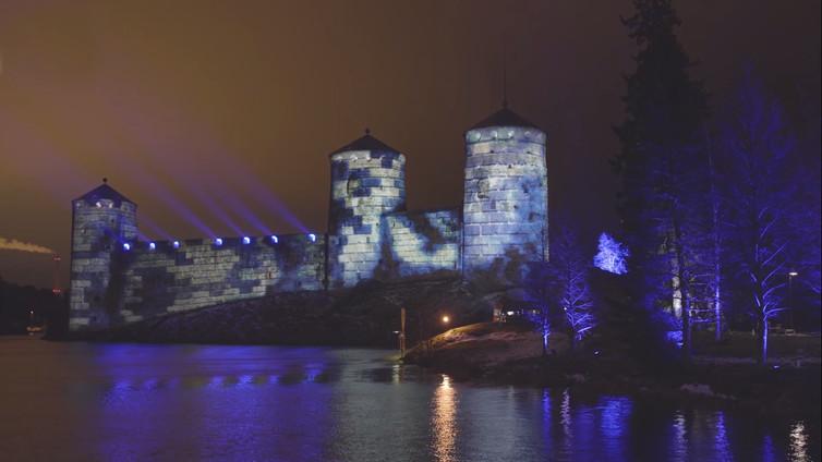 Suomen maamerkkejä valaistiin itsenäisyyden juhlavuoden kunniaksi