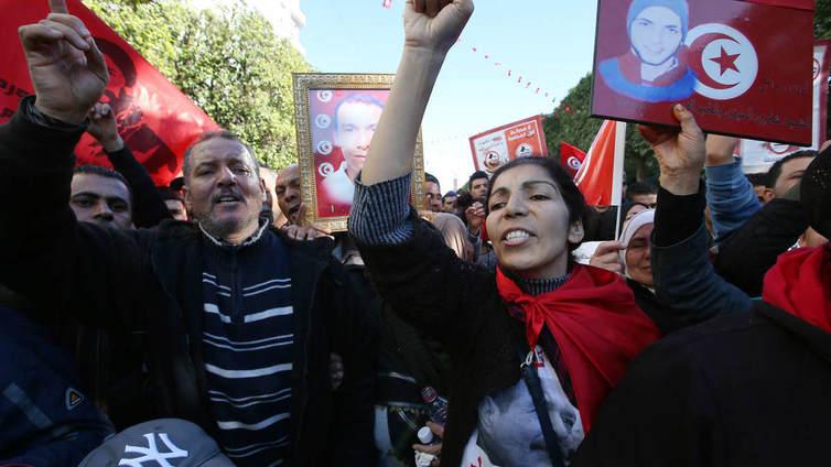 Työttömyys ja hintojen nousu nostattavat raivoa Tunisian mielenosoituksissa