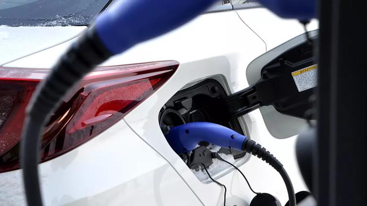 Suomalaisprofessori: Hybridiautoista voidaan tehdä edullisia ja päästöttömiä kansanautoja