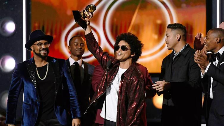 Muusikot ottivat kantaa yhteiskunnallisiin ongelmiin Grammy-gaalassa