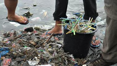 Maailman saastuneimmassa joessa virtaa veden sijasta roskaa