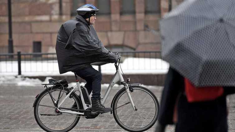 Suomalaisia kannustetaan sähköpyörän selkään