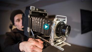 Digikuvien paljous alkoi käydä hermoille – valokuvaaja tarttui ikivanhaan kameraan