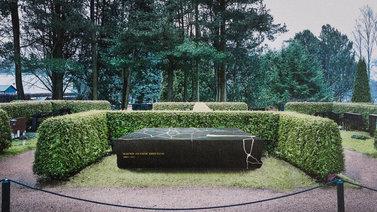 Presidentti Koiviston hautamuistomerkki symboloi karttaa