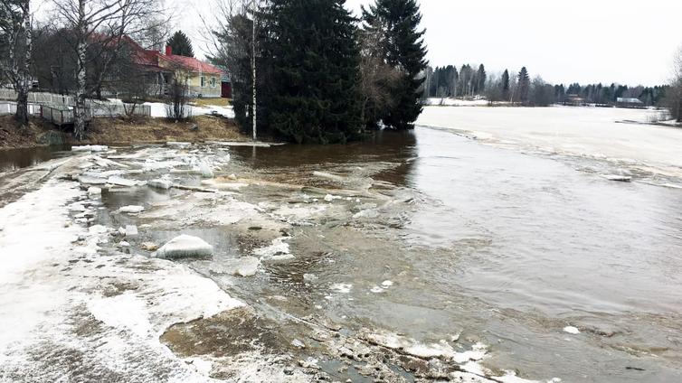 Etelä-Pohjanmaalla tulvat uhkaavat kymmeniä koteja