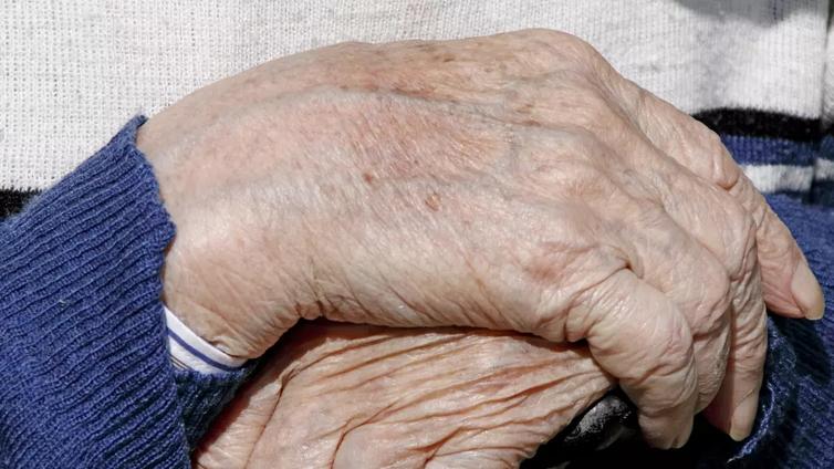 Oikeusoppineet: Vanhusten lisääntynyt kotihoito on johtanut heitteillejättöihin