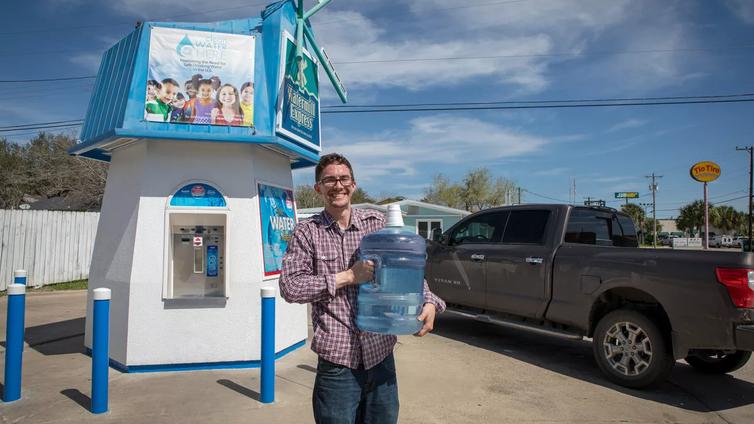 """""""Jos tätä vettä juo, voi saada syövän"""" – monen yhdysvaltalaisen vesilasissa on myrkkyä"""