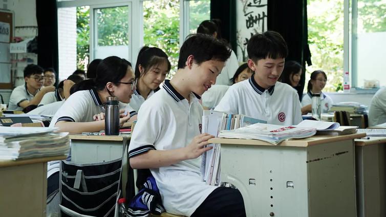 Kiinalaislukiossa kasvoja tunnistavat kamerat valvovat oppilaiden jokaista ilmettä ja asentoa