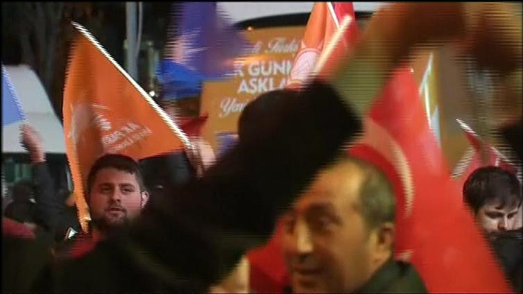 Turkin vaalitulos sytytti levottomuuksia kurdialueilla - vaikutuksia myös Euroopan pakolaiskriisiin