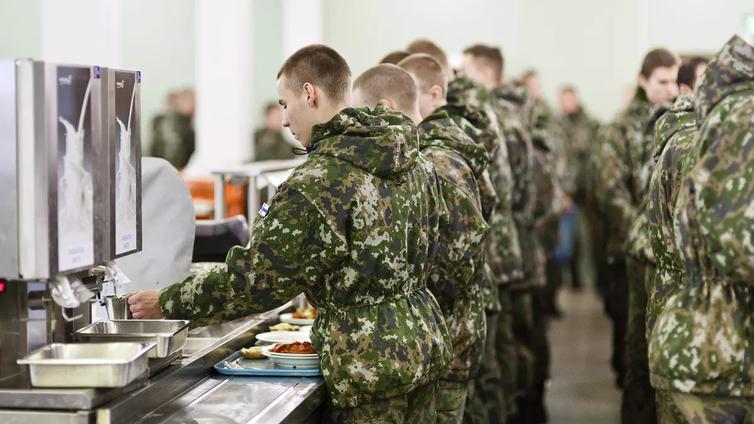 Puolustusministeri kimpaantui armeijan kasvislinjasta