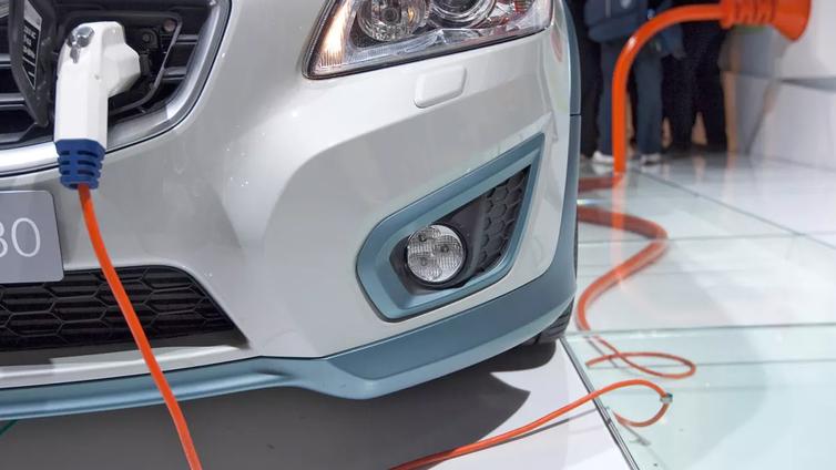 Japanilaisprofessori: Sähköautoilun mullistava akku valmis 5-10 vuodessa