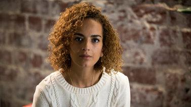 Marokkolais-ranskalainen kirjailija puolustaa naisten oikeutta uraan ja äitiyteen