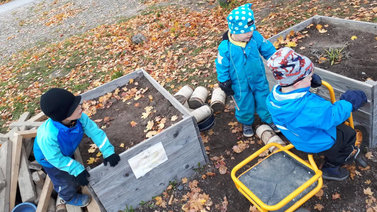 Tutkija: Lapsia ei pidä kuormittaa liikaa ympäristötuskalla