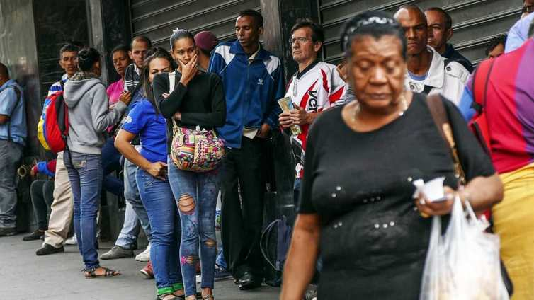 Venezuelan kriisi pahenee –  pulaa on ruoan lisäksi vedestä ja sähköstä
