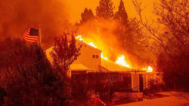 Kaliforniaaa riivaa historian tuhoisin maastopalo