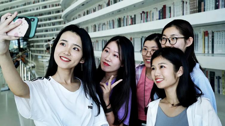 Kiinalaisessa kirjastossa ei lainata kirjoja vaan otetaan selfieitä