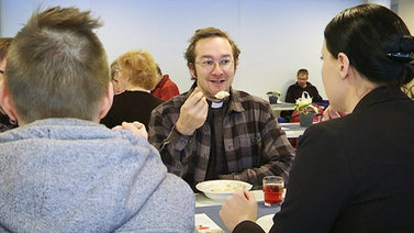 Seurakunnan yhteisruokailusta tuli menestys Savonlinnassa