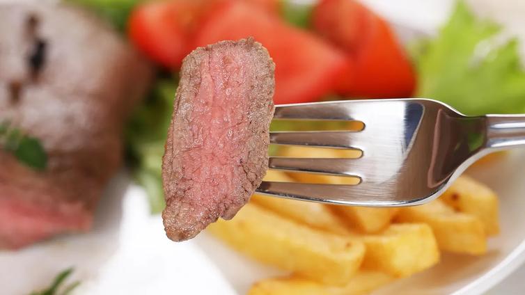 Suomalainen mies syö liikaa punaista lihaa eikä naistenkaan ruokavaliossa ole hurraamista