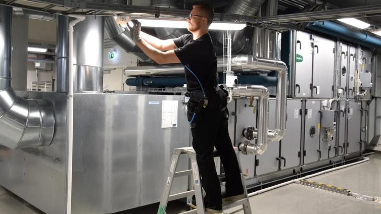 Turkulaisfirma testaa, vähentääkö päälle puettava tukiranka sairauslomia
