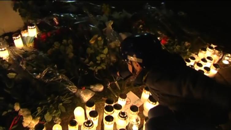 Suomalaiset koettavat käsitellä Pariisissa tapahtunutta - ympäri maailmaa osoitetaan myötätuntoa Ranskaa kohtaan