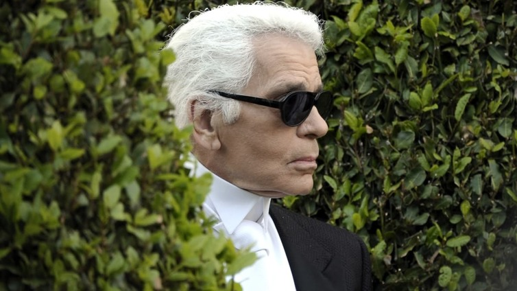 Huippusuunnittelija Karl Lagerfeld on kuollut