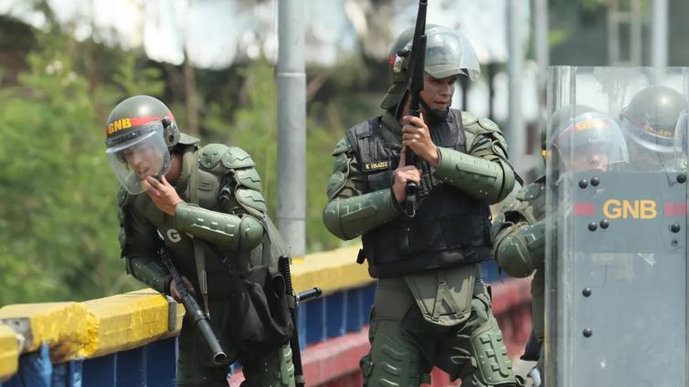 Sotilaallista väliintuloa Venezuelaan väläyttelevä Yhdysvallat on uhkauksensa kanssa yksin