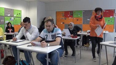 Suomalaistutkija arvostelee maahanmuuttajien kotouttamistyötä piilorasismista
