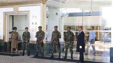 Sri Lankassa lähes 300 ihmistä kuoli pommi-iskujen sarjassa