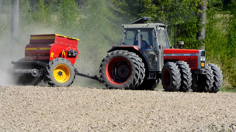Maanviljelijät kiittävät lämpimästä kevätsäästä
