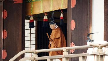 Japanin keisari Akihito luopui vallasta