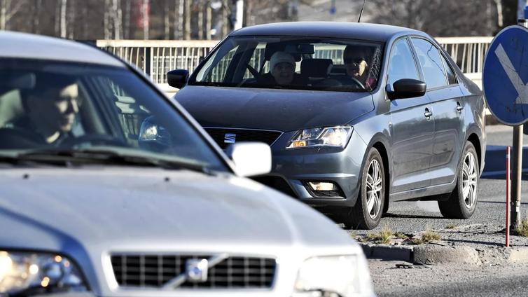 Ylen eurovaalikone: Ehdokkaat kannattavat lentoveroa, mutta eivät autojen myyntikieltoja