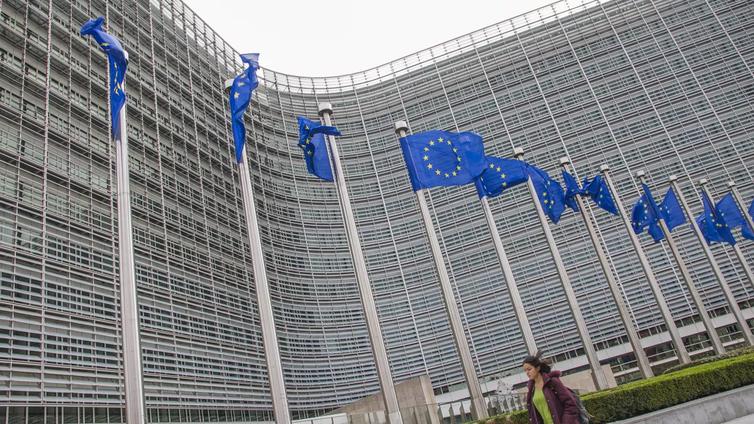Suomalaisnuorten into hakea EU-virkamiehiksi on hiipunut
